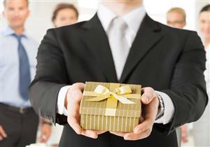 ما هو موقف الدين من الهدايا التي توزعها الشركات للترويج عن منتجاتها ؟