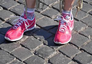 الحذاء الرياضي الوردي يمنحك طابع أنيق في الصيف
