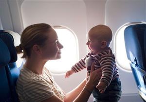 للأم المسافرة جوًا.. 7 نصائح لصحة طفلك الرضيع