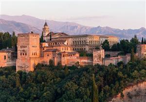 بالفيديو: شاب يفاجئ زوار قصر الحمراء بأسبانيا برفع الآذان