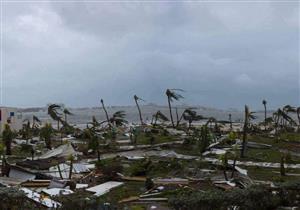 بالفيديو.. شاب مغامر يتحدى إعصار إيرما بركوب الأمواج
