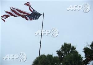 """صورة وخبر: إعصار """"إيرما"""" يمزق العلم الأمريكي في فلوريدا"""