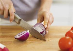 السر وراء البكاء عند تقطيع البصل.. وكيف تتغلبين عليه؟