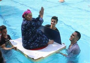 """الفرحة """"جلابية في حمام سباحة"""".. مسنون ومرضى بسمالوط يحققون السعادة بطريقتهم"""