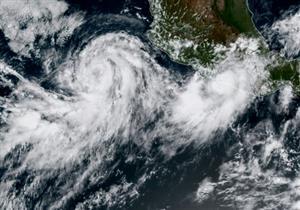 """العاصفة """"نورما"""" تتحول إعصارًا لدى اقترابها من المكسيك"""