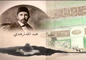 بالصور والفيديو: أسرار رحلة خطاط القرآن من الحرم النبوى إلى كسوة الحرم المكى