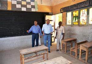 بالصور.. محافظ أسوان يتفقد 16 مدرسة قبل يومين من بدء العام الدراسي