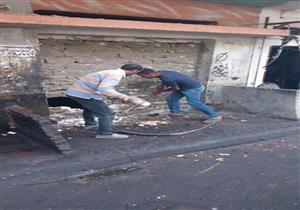 بالصور – إزالة عقار آيل للسقوط بحي المنتزه بالإسكندرية
