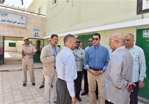 محافظ أسيوط يتفقد مستشفيات ووحدات صحية ويحيل المتغيبين للتحقيق (صور)