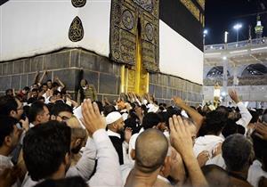 وثق مقطع فيديو مشهدا رائعا لحجاج بيت الله الحرام يطوفون بالكعبة المشرفة.