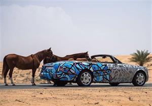 """بالصور.. أسباب تغليف مجموعة سيارات فارهة برسوم الـ""""جرافيتي"""" في دبي"""
