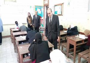 بالصور- وكيل التعليم يتفقد امتحانات الإعدادية في بورسعيد