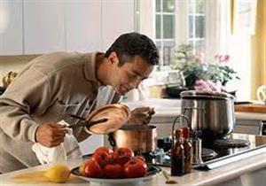 دراسة :الأعمال المنزلية تضر بصحة النساء وتفيد الرجال