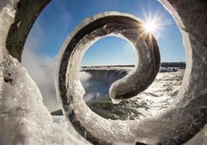 بالصور- الشتاء يحول شلالات نياجرا للوحات جليدية بديعة