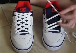 بالفيديو- تعلم 5 طرق غير تقليدية لربط حذائك