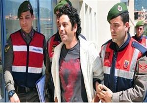 ممثل تركي ينهي مسيرته الفنية بسبب إتجاره في المخدرات