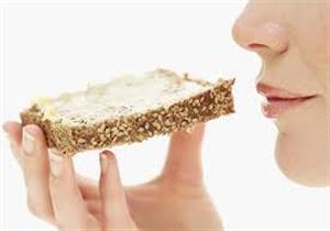 طبيب يوضح العلاقة بين تناول الخبز وسرطان الثدي