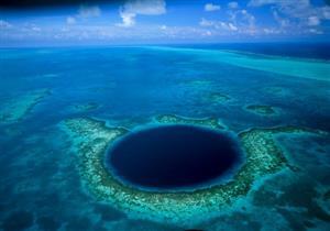 """بالصور-  تعرف على """"الحفرة الزرقاء"""".. الوجهة العالمية الأولى لعشاق الغوص"""