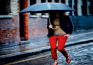 بالصور.. تألقي بالحذاء الأحمر في الشتاء