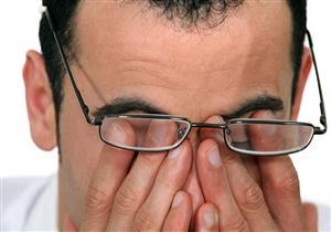 أضرار تسببها عادة «فرك العين»