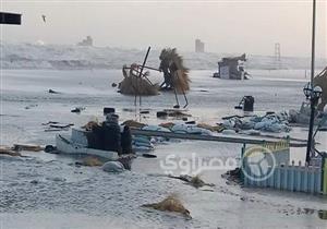 بالصور.. غرق شاطئ وكورنيش بورسعيد بسبب الطقس السيئ