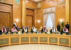 """بالصور- وزير محتجز بـ""""الريتز"""" يعود إلى عمله ويحضر اجتماع الحكومة السعودية"""