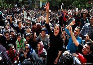 رجل دين إيراني متشدد يدعو للتعامل بلا رحمة مع المحتجين