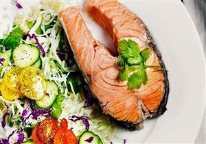 10 أطعمة تقاوم السرطان.. (انفوجراف)
