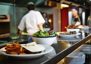 بالفيديو- مطعم وهمي يحصد المركز الأول في تقييمات بريطانيا.. السبب