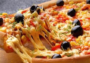 """طريقة سهلة لـ"""" حشو اطراف البيتزا""""- فيديو"""