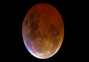 خسوف القمر اليوم .. ماذا أوصانا النبي عند حدوث هذه الظاهرة؟
