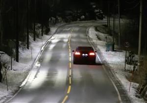 بالفيديو.. النرويج تختبر طريقًا جديدًا يضيء أثناء مرور السيارات فقط