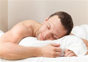 3 فوائد للنوم عاريًا.. تعرف عليها