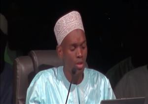 بالفيديو: قارىء سنغالي يبدع في تلاوة آية من القرآن بالقراءات العشر