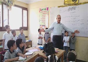 """بالصور- وكيل """"تعليم بورسعيد"""" يشرح درس رياضيات على طريقة """"أوزوبل"""""""
