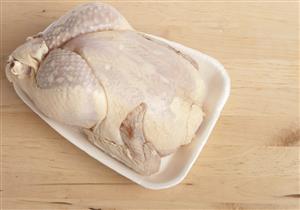 بعد منع تداول الطيور الحية.. ماذا تفعل الدواجن المجمدة بصحتك؟