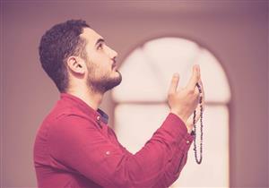 4 مواضع لرفع اليدين عند التكبير في الصلاة.. أمين الفتوى يوضح