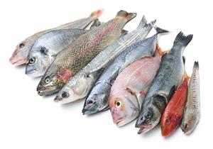 تخلصي من رائحة السمك من يديكِ بـ6 حيل