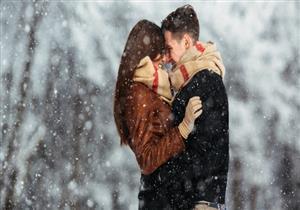 لماذا يرتبط الشتاء بالرومانسية؟.. سببان قد لا تعرفهما