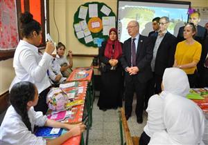 وزير الدولة البريطاني للتنمية يزور مدرسة في القاهرة لبحث الدعم المستقبلي