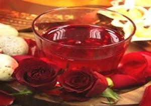 قبل أن تتخلصي منه.. تعرفي على طريقة عمل عصير الورد الصحي