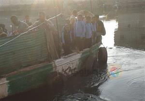 بالصور- رحلة المخاطر.. تلاميذ على المركب من وإلى المدرسة عبر البحر اليوسفي بالمنيا
