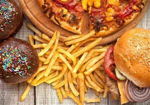 دراسة: الطعام يسبب الاكتئاب.. تعرف على السر