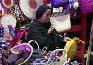"""""""طول ما أنا عندي صحة"""".. حمدي يدرب سيدات النوبة على الحرف اليدوية"""