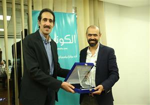"""""""الكونسلتو"""" يكرم نور الدين مصطفى بعد ندوة عن تجميل الأسنان"""