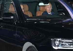 """بوتين يصطحب السيسي في سيارته الجديدة على """"حلبة فورمولا- 1"""" -فيديو وصور"""