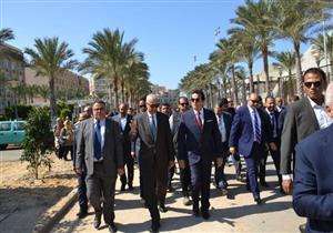 """بالصور.. وزير التعليم العالي يتفقد أعمال منشآت """"العلوم الإنسانية"""" بالإسكندرية"""