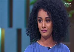"""بطلة SNL باكية: """"اتحرمت من ماما في صغري ودخلت مجال الإعلانات عشان تشوفني"""""""