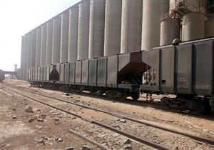 بالصور- 6 قطارات تحمل 8135 طن قمح تغادر ميناء الإسكندرية لـ 3 محافظات