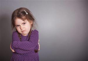 هكذا تتعامل مع السلوكيات السيئة لطفلك.. (فيديو)